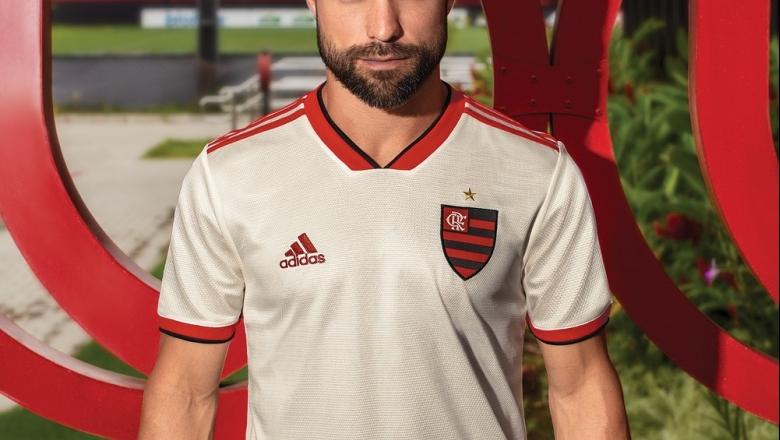 Flamengo apresenta segunda camisa de cor branca