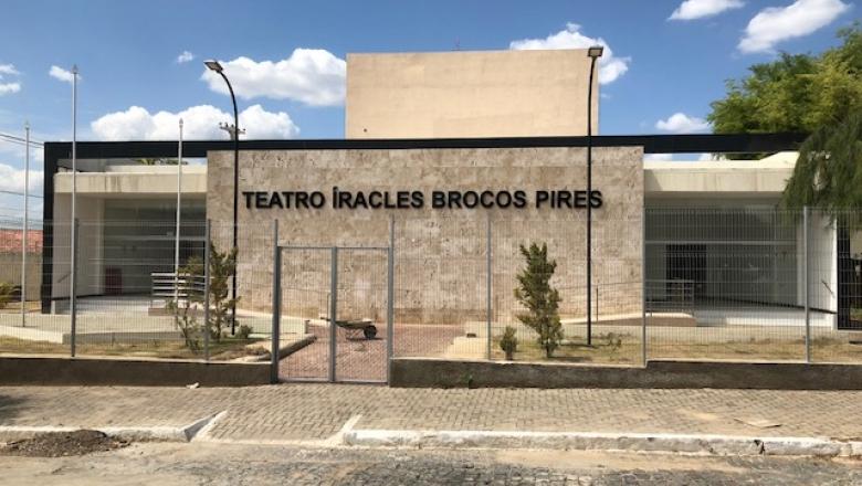 Resultado de imagem para Teatro Íracles Pires, em Cajazeiras