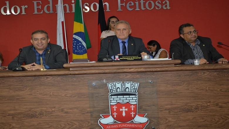Presidência da Câmara de Cajazeiras troca fechaduras e determina fim de circulação de vereadores fora do expediente normal
